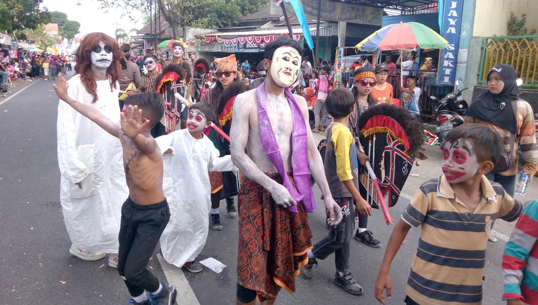 kostum unik karnaval