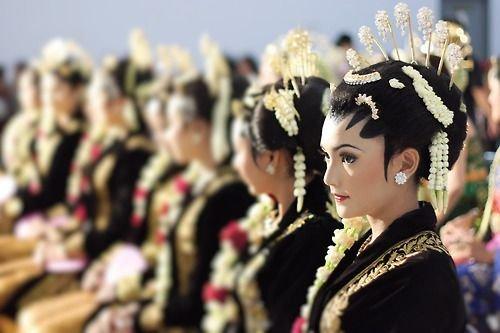 Suku Wanita Tercantik di Indonesia