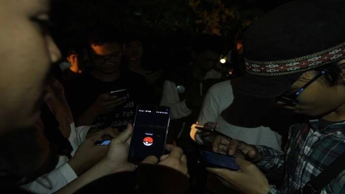 main pokemon go malam hari