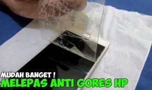 cara melepas tempered glass